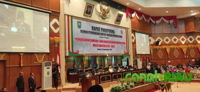 Sah, 65 Anggota DPRD Riau 2019-2024 Diambil Sumpahnya