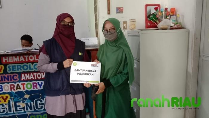 IZI Riau Berikan Bantuan Kepada siswa Berprestasi terdampak Corona