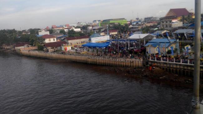 Iven Festival Sungai Siak Hibur Warga Pekanbaru