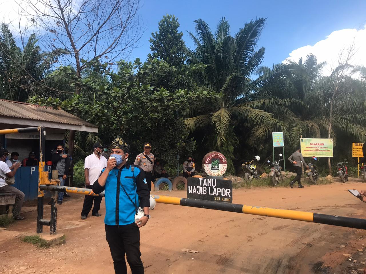 Asnawi Domisioner HPMR Bengkalis Mengecam PT. SRL Membohongi Masyarakat Desa Darul Aman
