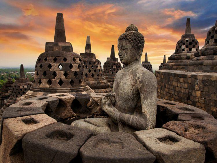 Tangga Candi Borobudur akan dilapisi kayu