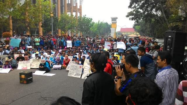 Stop Karhutla! 500-an Mahasiswa Aksi Revolusi Langit Biru