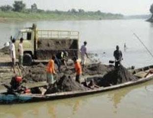 Sungai Indragiri Masih Marak Dikeruk Penambang Ilegal