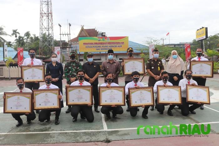Sukses Gagalkan Penyeludupan 50.Kg Sabu, 9 Anggota Polres Inhil Terima Penghargaan