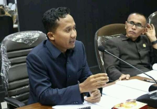 """Anggota DPR kota Pekanbaru,mengkritisi Tempat hiburan malam yang masih Beroprasi """""""