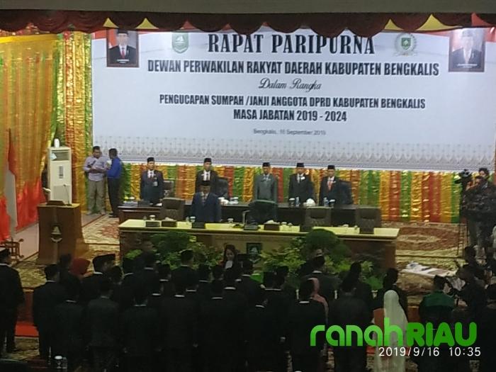Pelantikan DPRD Bengkalis di Hadiri Ribuan Para Undangan