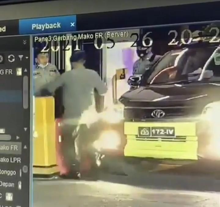 Propam Ungkap Alasan Perwira Pukul Seorang Penjaga Portal di Pintu Utama Mapolda Riau