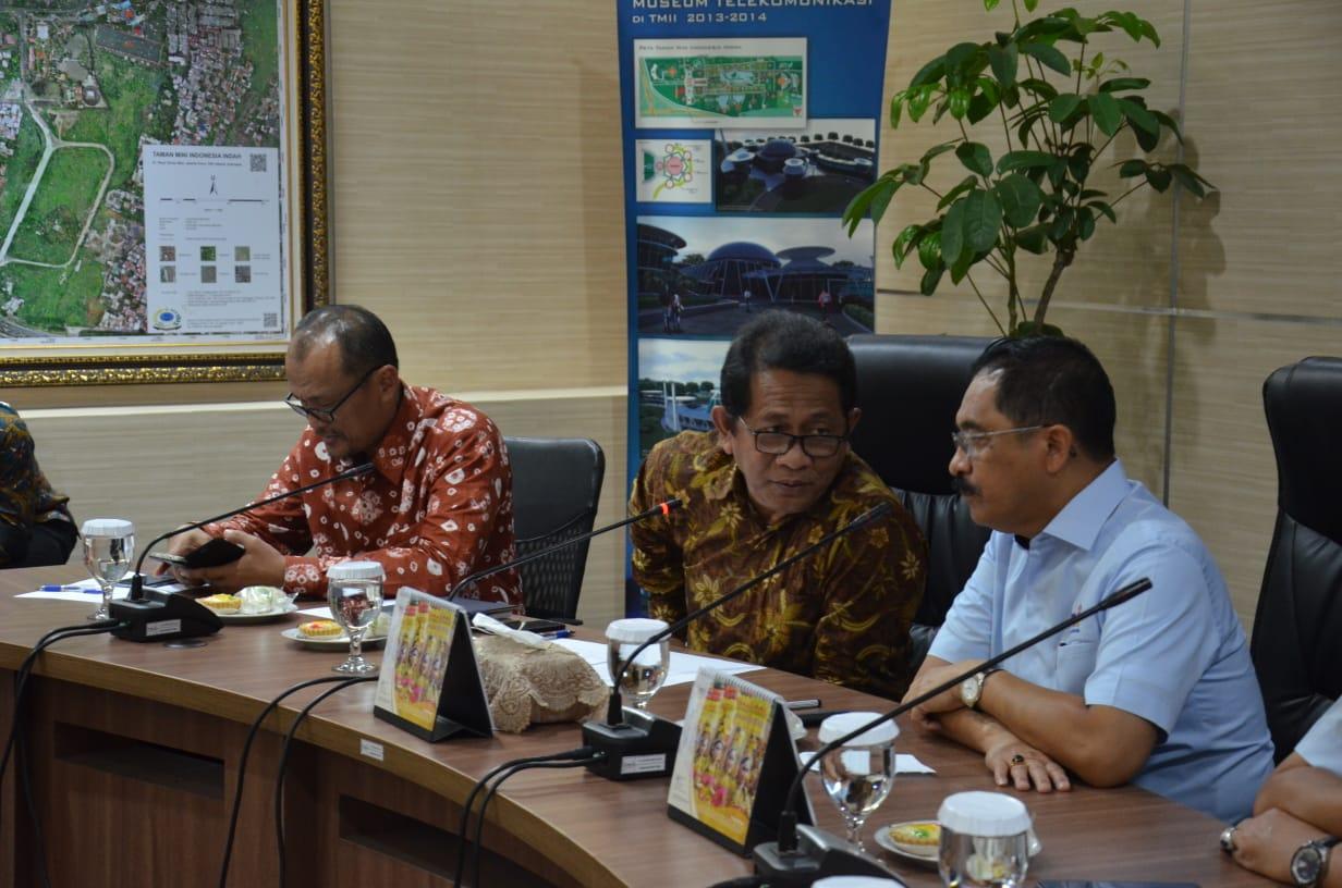 Sekdaprov Riau Bangun Sinergitas dengan Direksi TMII Kembangkan Anjungan Riau