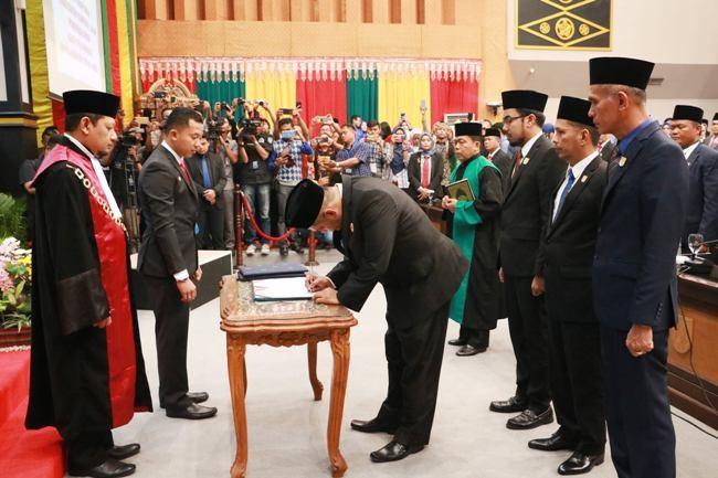 Empat Pimpinan Defenitif DPRD Pekanbaru Dilantik