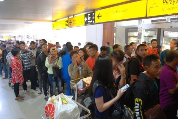 Jarak Pandang 5000 Meter, Jadwal Penerbangan Bandara SSK II Lancar