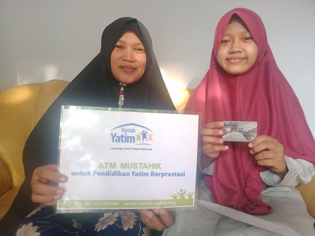Aulia Hafidzah 30 Juz Terima Bantuan Pendidikan Rumah Yatim