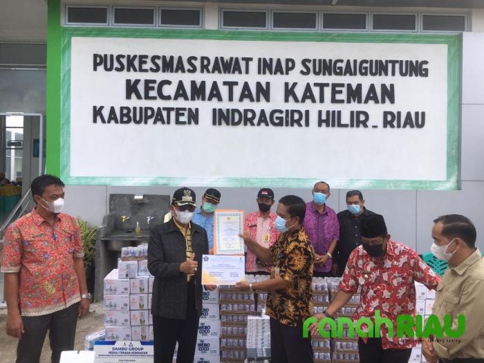 Sambu Group Bagikan Ribuan Botol Air Kelapa, Susu Steril dan Masker ke Nakes di Kateman Inhil