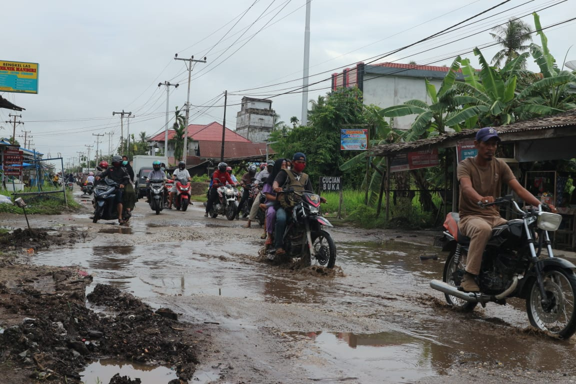 Jalan Sungai Beringin Inhil Rusak Parah, Pemprov Riau Kemana.?