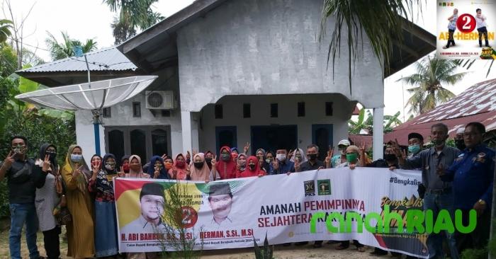 Mantan Wakil Bupati dan Srikandi AMAN Gempur Simpang Padang