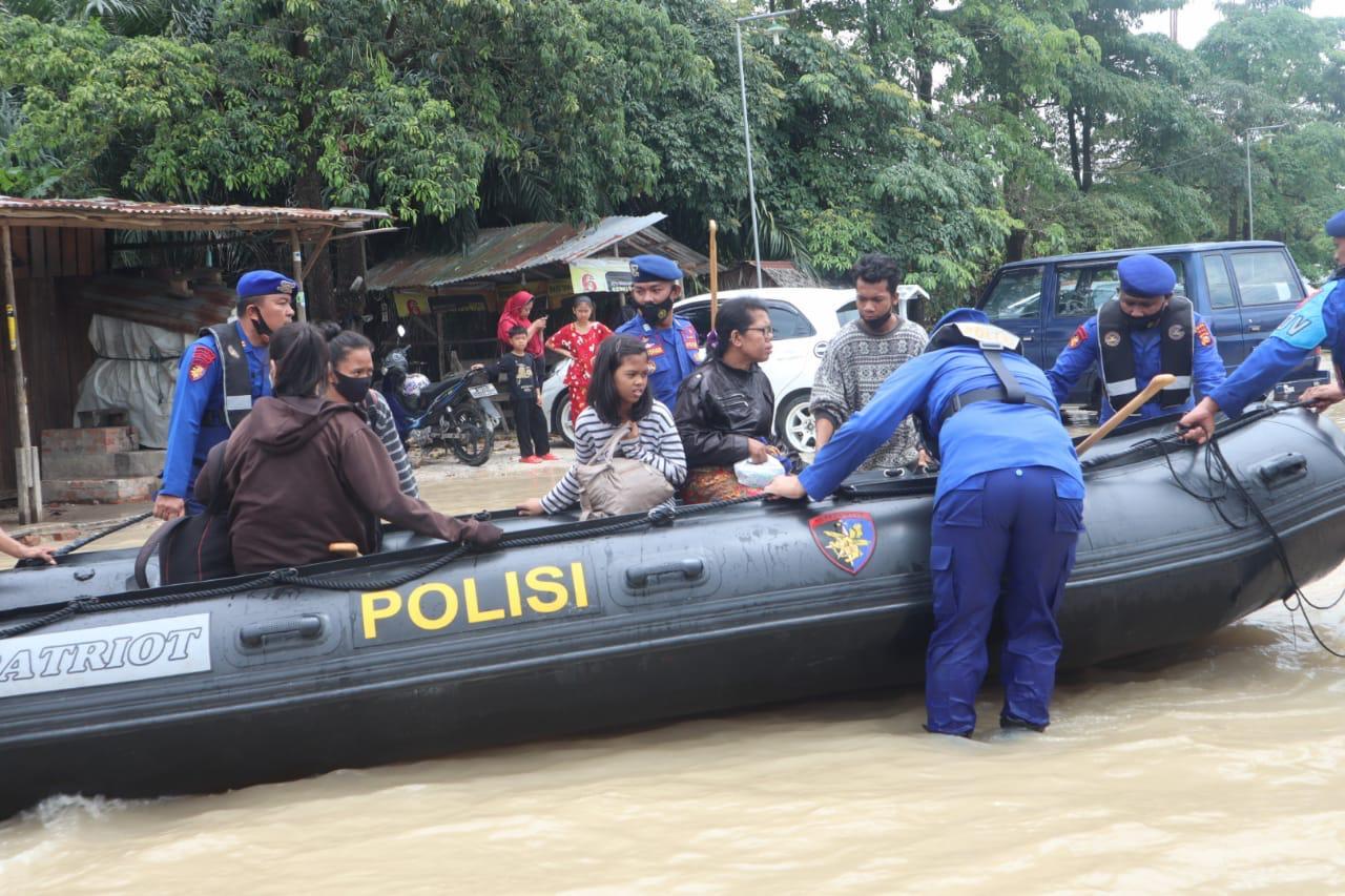 Ditpolair Polda Riau Turunkan Tim Evakuasi Warga Terdampak Banjir