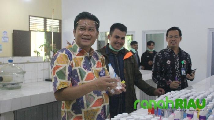 Langka di Pasaran, Relawan Covid19 UNRI produksi Hand Sanitizer sendiri