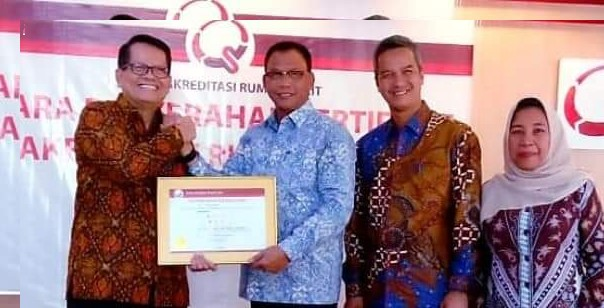 Progres kesehatan, Bupati Rohil Suyatno Terima Akreditasi Bintang Tiga