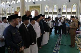 Wali Kota Kukuhkan Badan Pengelola dan Imam Masjid Paripurna.