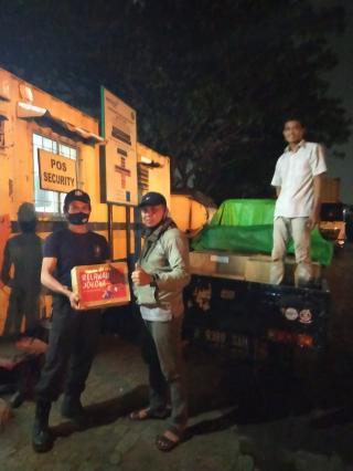 Relawan Buruh For Jokowi Bagikan 1.300 Paket Sembako