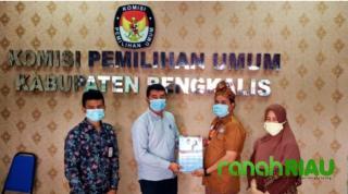 KPU Bengkalis Telah Menyerahkan APK dan BK keempat Masing Masing Paslon