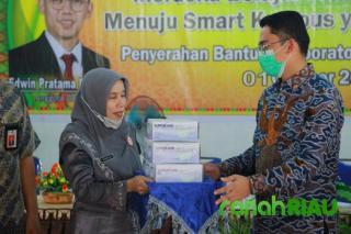 Kunker Senator Muda asal Riau, Edwin Pratama Putra bagikan masker dan handsanitizer