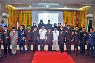 H. Adil dan H. Asmar resmi diumumkan Nakhodai Kepulauan Meranti dalam Sidang Pleno DPRD