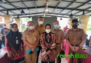 Dinsos Inhil Dorong Distribusi KKS dan Buku Tabungan KPM BPNT dan PKH