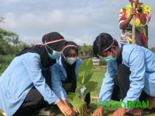 Kukerta Unri 2021 Peduli Lingkungan, Tanam Pohon Meriahkan HUT RI-76