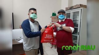 PWI dan SPS Riau Peduli, Berikan Bantuan Sembako 100 Wartawan