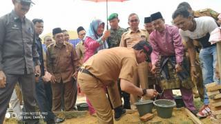 Bupati Rohil Letakan Batu Pertama di SMP 6 Bangko
