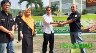 Tanam Pohon Bersama Barisan Anak Melayu, Ketua DPRD Riau Berikan Apresiasi