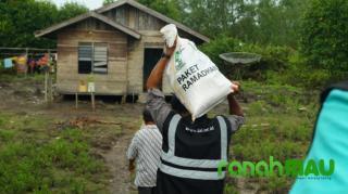 IZI Riau Salurkan Paket Ramadhan hingga ke Pelosok Meranti