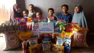 Rumah Yatim Berikan Bantuan untuk Ibu Mira dan Keenam Anaknya