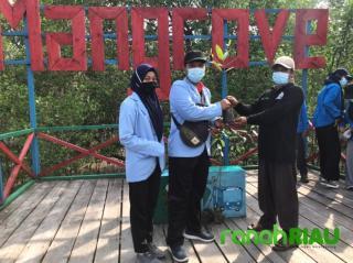 KKN Mahasiswa Unri tanam Mangrove dalam Peringatan Hari mangrove sedunia