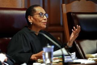 Hakim Muslim wanita pertama AS ditemukan meninggal di sungai