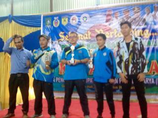 Lomba Karate Se Bengkalis Usai, Rasiman Manurung Serahkan Piala