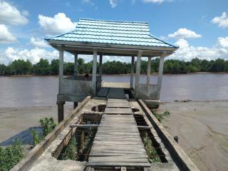 Kondisi Pelabuhan Induk di Desa Terusan Kempas Rusak Parah, Roda Perekonomian Terancam