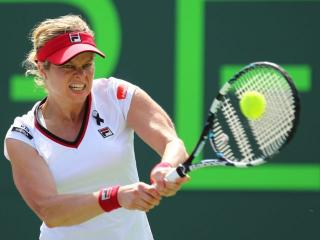 Clijsters akan ayunkan Raket lagi di Dubai