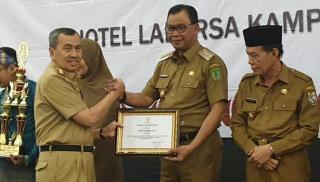 Juara II Lomba Inovasi TTG, Bupati Rohil Dapat Penghargaan