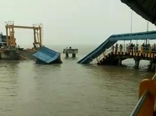 Pelabuhan Roro Ambruk, 1 Orang Tenggelam Belum di Temukan