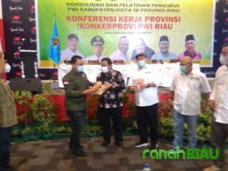 Ketua PWI Inhil Promosikan Kerupuk Amplang di Kota Sejarah Putri Tujuh
