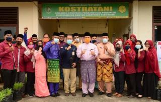 Di Kecamatan Bantan, Pj. Bupati Bengkalis Serahkan Sebanyak 960 Kartu Tani Secara Simbolis