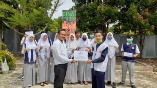 Kepala Sekolah SMK Bina Profesi Apresiasi Bantuan Beasiswa Pendidikan Rumah Yatim