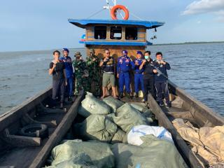 Tim Operasi Gabungan BC Bengkalis Mengamankan 105 Ball Asal Malaysia