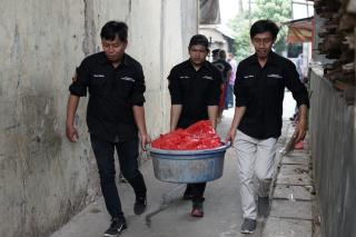 ReJO dan Azizah Kembali Bagikan Ribuan Sembako di Tangsel