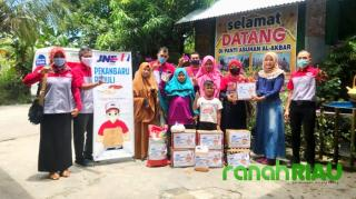 Program Bahagia Bersama JNE Pekanbaru berbagi dengan Panti Asuhan