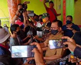 Pembagian Sembako, H. Suyatno : Sama Sama Kita Jaga Kondisi Kesehatan