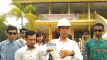 Jokowi Palsu Bagikan Kartu Warga Riau Bebas Asap
