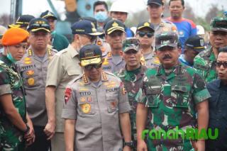 Kapolri dan Panglima TNI Patroli udara tinjau karhutla