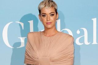 Bawakan Only Love di AMA 2020, Katy Perry: Ini untuk Ayah